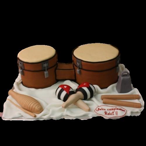 cuban musical instrument cake 7