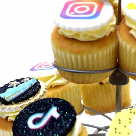 cupcakes with logo 7