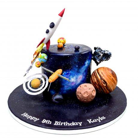 Spaceship Galaxy planets cosmos themed cake