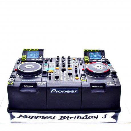 dj cake 3 6