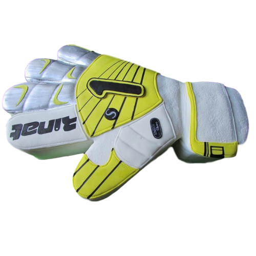 goalkeeper glove cake 13