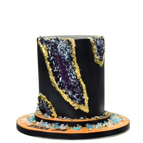 black and gold geode cake 6