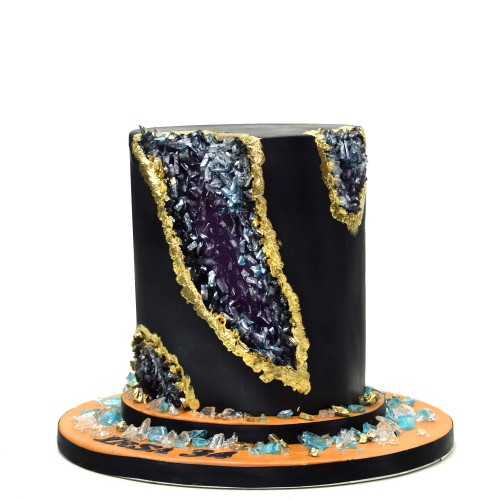 black and gold geode cake 7