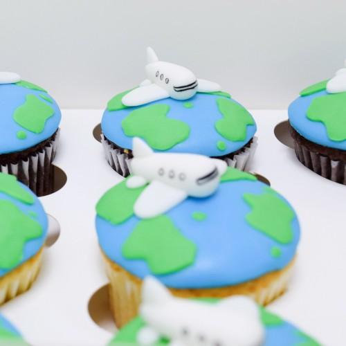 Globe and plane cupcakes