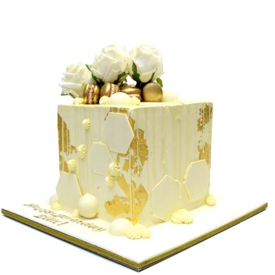 Modern Cube Cake with gold macarons and flowers