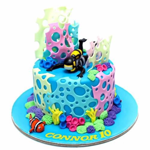 Divers diving cake