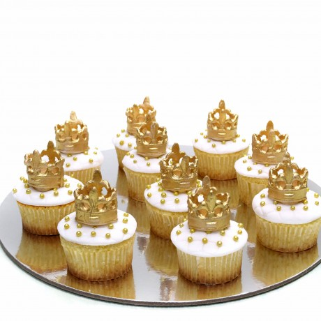cupcakes with gold crown 12