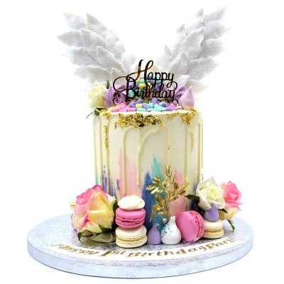 Dripping cake with wings