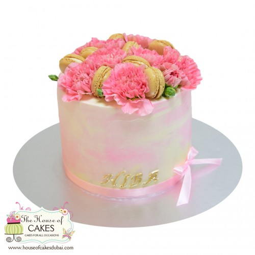 cake with pink carnations and macarons 7