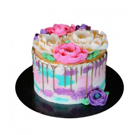 Buttercream flowers and drip cake