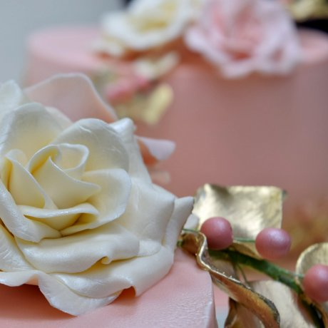 peach cake with name and white rose 9