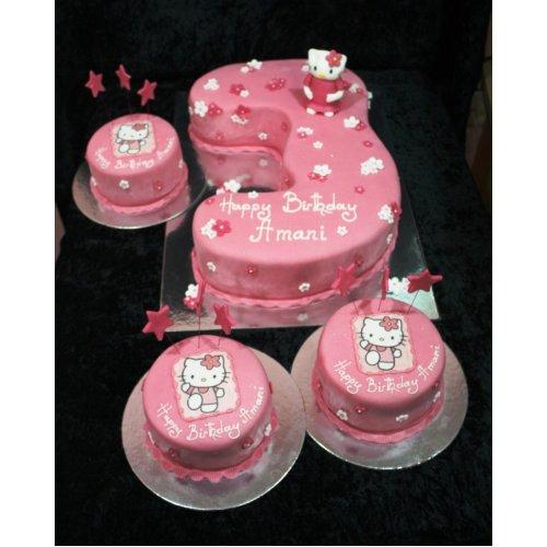 Hello Kitty Cake & mini cakes