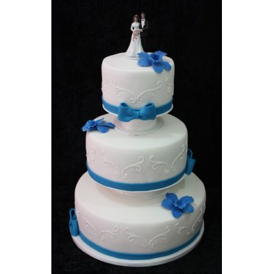 Wedding cake in white and blue