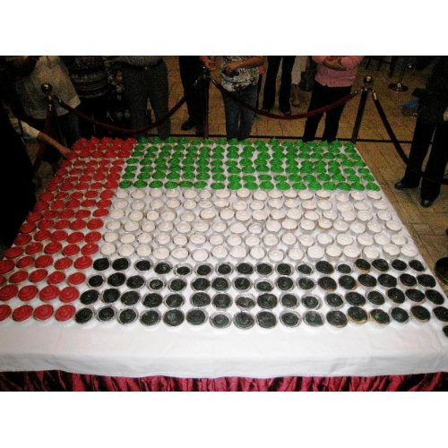 500 cupcakes made into UAE flag