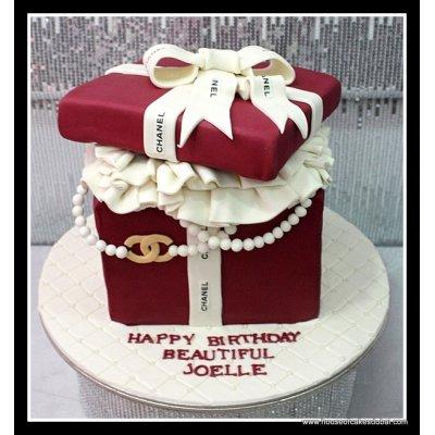 Chanel box cake 2