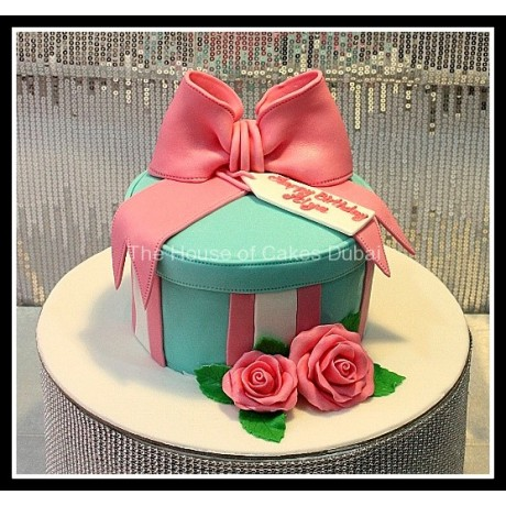 Cake with pink bow 2