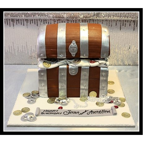 A treasure of the chest cake
