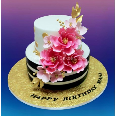 Gorgeous cake with pink flowers