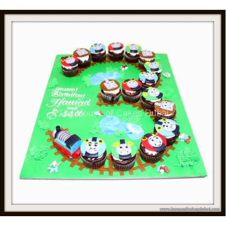 3rd birthday thomas tank cupcakes 7