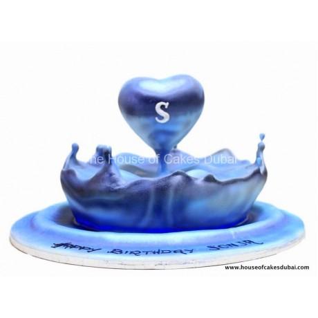 Water splash heart cake