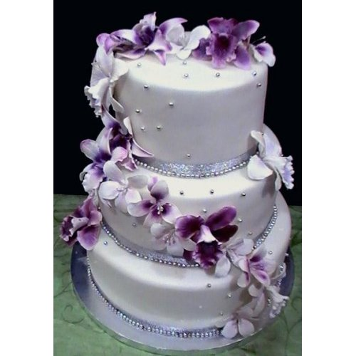 Wedding Cake in white and purple