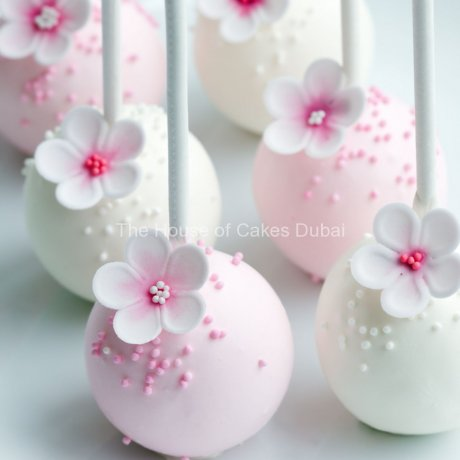 pretty pink and white cake pops 6