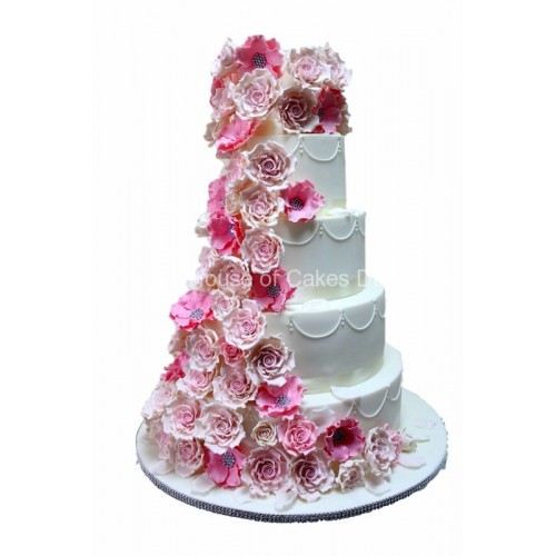 Amazing flowers cake in pink and white